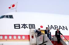 Japan (1) Shinzo Abe airoplane - resize 3